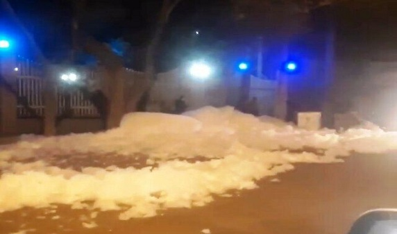 انتشار کف سفید در خیابان قره آغاج تبریز