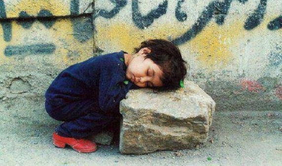 جوان ۳۱ ساله تبریزی که برای ۱۰۰۰ کودک یتیم پدری میکند
